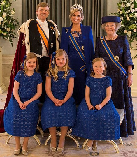 epa03682692 A handout photo made available by the Netherlands government's information service RVD on 30 April 2013 shows Dutch King Willem-Alexander (back L), Queen Maxima (back C), Royal Highness Princess Beatrix of the Netherlands (back R) with Princesses Alexia, Amalia, and Arianne posing for an official family portrait. Royal Highness Princess Beatrix of the Netherlands in an official act earlier on 30 April signed her abdication to leave the Dutch throne to her son Prince Willem-Alexander who became the new King of the Netherlands the same day. Dutch King Willem-Alexander becomes the first male monarch in the country in 123 years. EPA/JEROEN VAN DER MEYDE / RVD / HANDOUT HANDOUT EDITORIAL USE ONLY/NO SALES/NO ARCHIVES